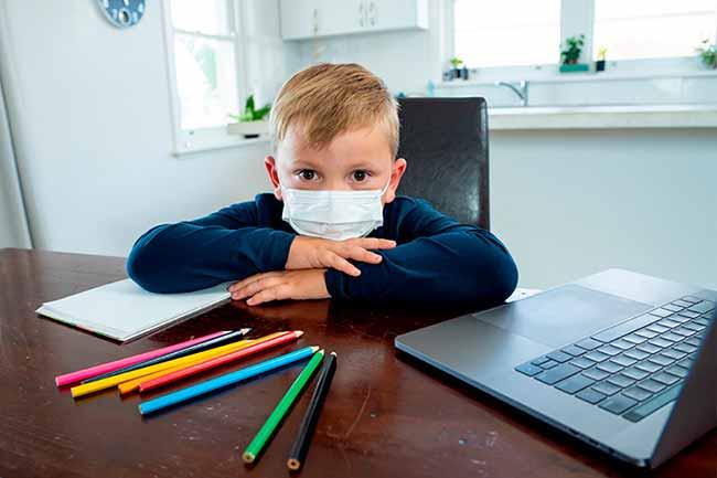 Child wearing facemask